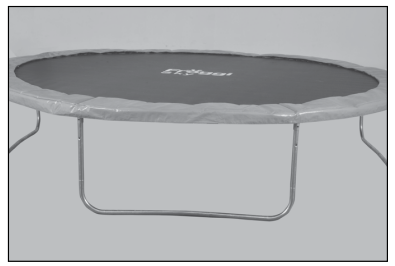 Installez le coussin de protection sur le contour du trampoline afin que les ressorts soient recouverts.